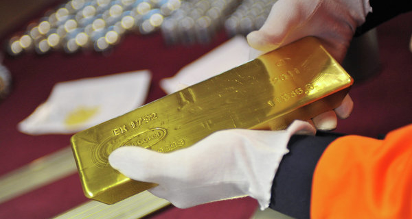 Gold futures edge higher on expectations of a delay of rate increases the fed
