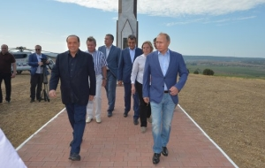 Putin met Berlusconi in Crimea at the monument to the Sardinian soldiers