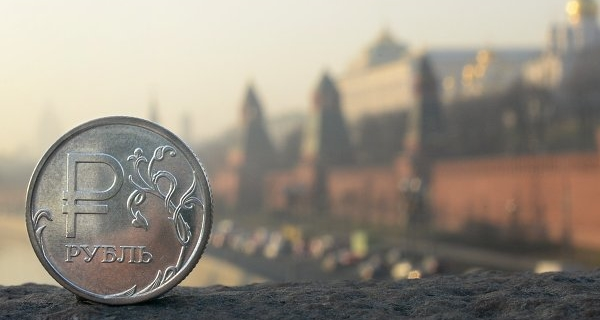 Ruble in the evening added to the growth of the tax period