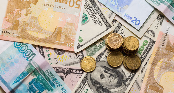 Ruble in the evening compensated for half the drop Tuesday with the help of oil