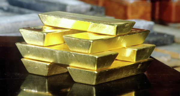 The price of gold is slightly decreasing within the correction