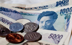 The yen strengthened against the dollar amid rising demand for safe assets