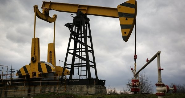 Oil is trading in the red on the statistics of drilling rigs Baker Hughes