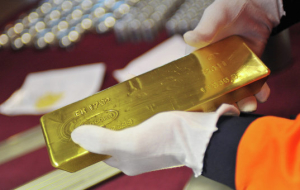 Gold rises in price by the depreciation of the U.S. currency