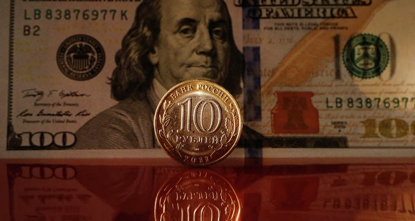 The ruble at the beginning of the day, rising 17 cents to the dollar and 29 Euro