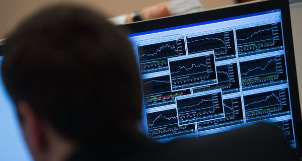 The shares traded mixed on falling ruble and oil