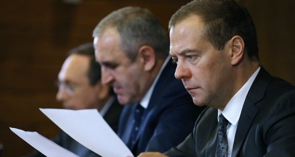 Medvedev: one of the key issues is the resumption of growth of the economy