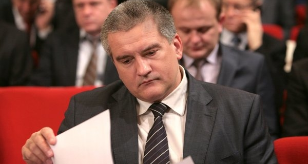 "Aksenov: more and more people in Crimea have ""white"" salary"
