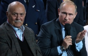 At the meeting with the popular front Putin asked not to rock the government and pledged support to journalists