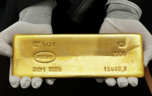 Gold rises in price on weak small depreciation of the dollar