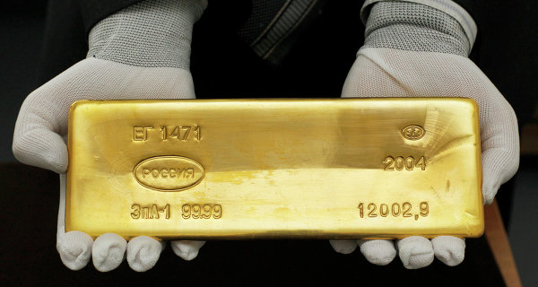 Gold rises in price due to cheaper dollar
