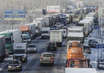 LDPR offers a year to postpone the charging for a fare trucks on Federal highways