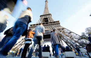 Experts differed in assessing the impact of terrorist attacks on the French economy
