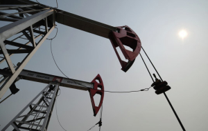 Oil is in red zone on weak industrial output data of China