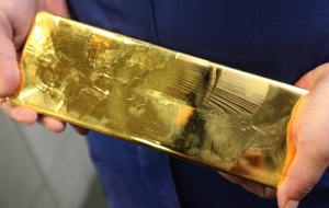 The weak gold futures edge higher amid rate hike in the US in December