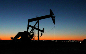 Oil prices mixed on data change on stocks in the USA