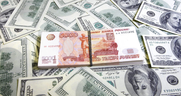 Rouble in the beginning of the day rose slightly against the dollar and fell against Euro
