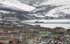 Magadan port stopped work because of snowfall and strong wind