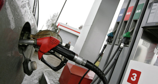 Rosstat: producers in Russia in November cut petrol prices by 7.5%