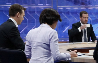 Medvedev on live television will summarize and answer questions from journalists