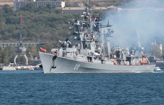 Drilling rigs in the Black sea towed to the Crimea because of terrorist threats