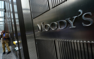 Moody's has lowered its forecast for the Brent crude oil price in 2016 from $53 to $43