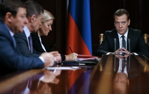 Medvedev believes effective measures to support the economy in 2015