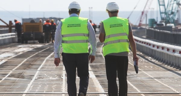 Rosavtodor plans since January to begin the construction of a bridge to Crimea