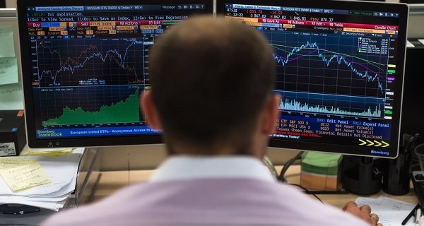 The Russian stock market opened lower by 0.7-1.6% of