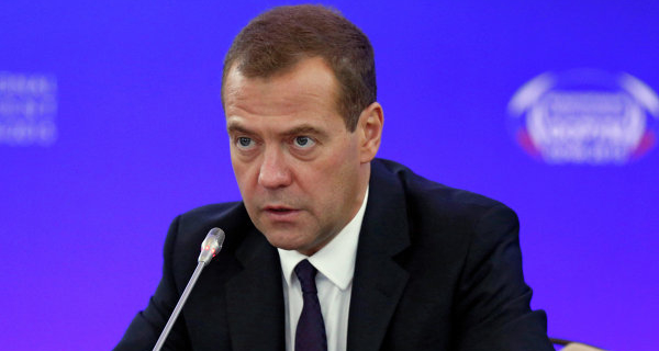 Medvedev: the authorities hope to bring economy in 2016 on the path to growth
