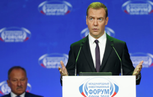 Medvedev: movement in oil prices poses risks for the budget