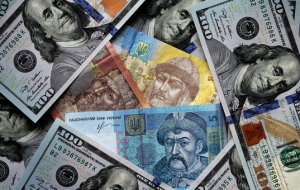 Hryvnia continues to fall in price in anticipation of a new tranche from the IMF