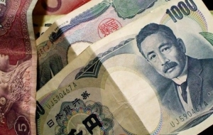 The yen weakened against the dollar after the appreciation of the yuan to US currency