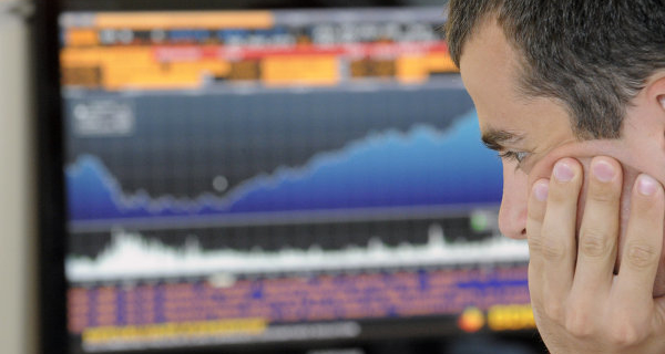 The stock market weakly increases after oil