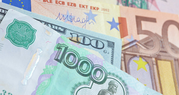 In the morning the ruble fell by 2 kopecks against the dollar and 7 cents to the Euro