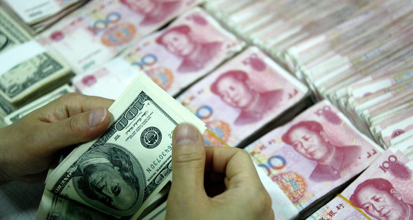 Currency reserves of China in December fell by a record $107,9 billion