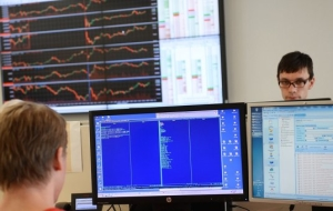"The market ""turned red"", losing the 3.2-4% on the major indices"