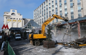 "On Pushkin square in Moscow, work continued on the demolition of the shopping center ""Pyramid"""