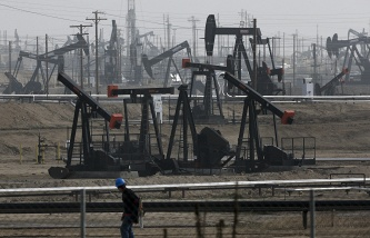 """Media: Iran considers """"illogical"""" for themselves a proposal to freeze production of oil"""