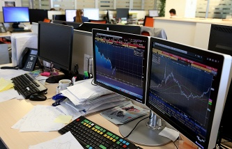 The MICEX and RTS indexes fell by 2-3%