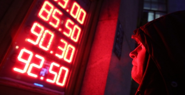The dollar on the Moscow stock exchange fell below 77 dollars