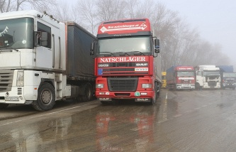 Ukrainian nationalists block the passage of trucks from the Russian Federation on the border with Belarus