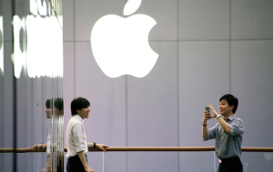 Apple will open its first research center in China