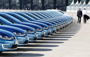 Investors Volkswagen in Germany demanded that the company 8.2 billion euros