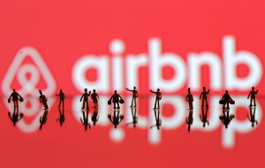 Service for rental housing Airbnb for the first time recorded a profit of